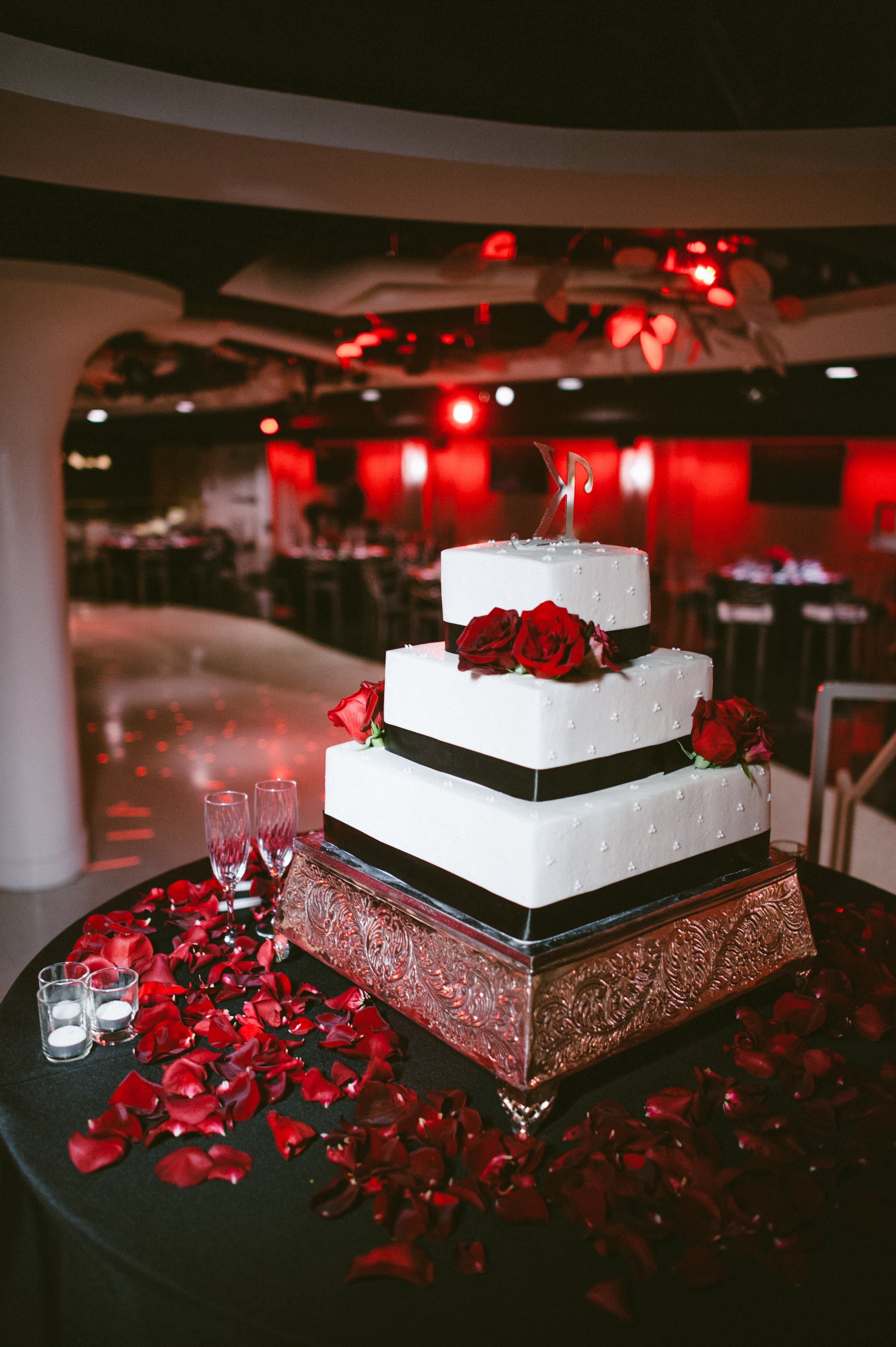 Red And Black Wedding Cake Table